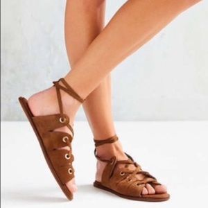 URBAN OUTFITTERS Bonnie Lace-Up brown Rivet Sandal